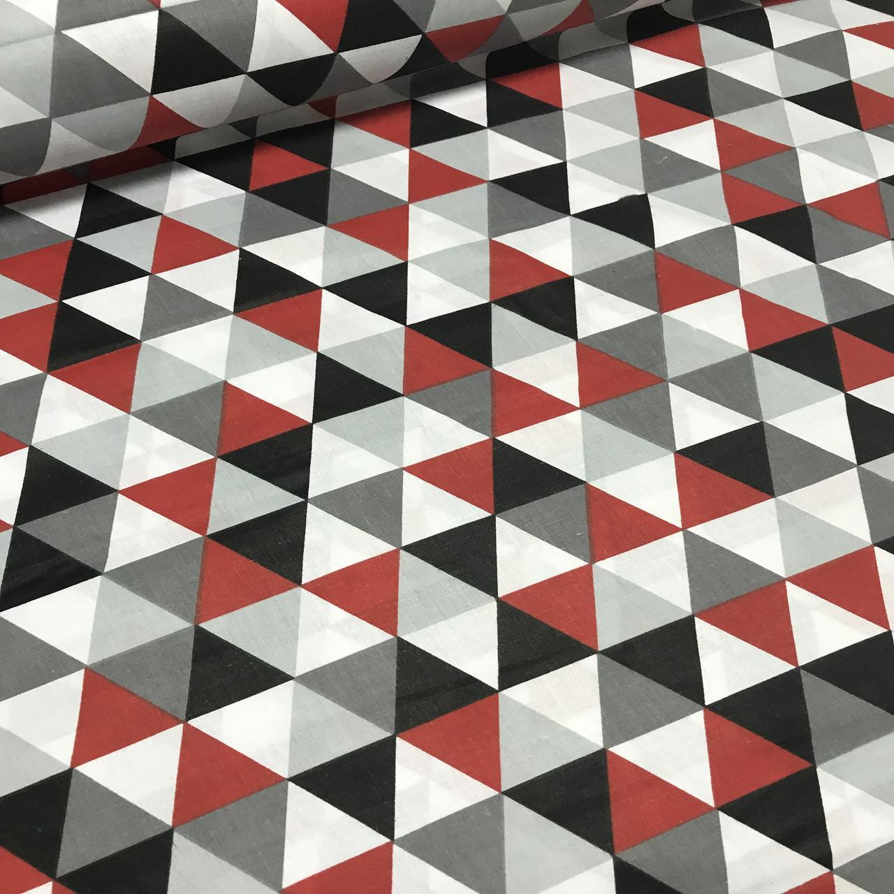 Хлопковая ткань польская треугольники крупные красные, серые, графитовые №132