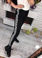 Стильные женские черные спортивные брюки на манжете с лампасами