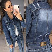 Стильная женская джинсовка синего цвета на пуговицах