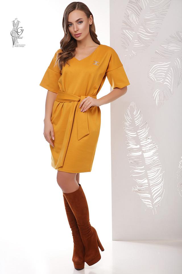 Цвет горчица Трикотажного женского платья Шанель