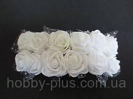 Декоративные розы из латекса 12 шт., d 2 см на ножке, белого цвета с фатином