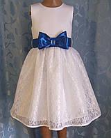 Нарядное детское белоснежное платье с синим бантом