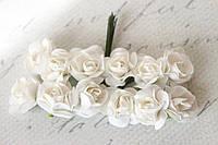 Декоративные бумажные цветочки, розы для скрапбукинга 2,5 см 12 шт/уп. на ножке белого цвета, фото 1