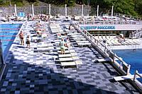 Модульное покрытие возле бассейна.
