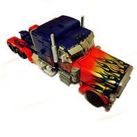 Трансформер – это автобот, то есть он может принимать обличье робота и машины
