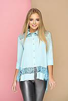 """Нарядная женская свободная блузка-рубашка с кружевом и длинной спинкой, рукав 3/4 """"Симпл"""" (голубой)"""