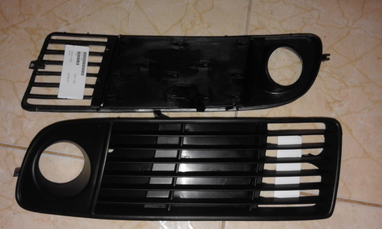 Решетка в бампер правая,левая  AUDI A6 C5 -97