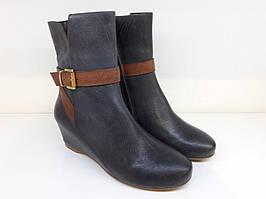 Жіночі черевики на танкетці