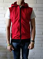 Красная мужская спортивная жилетка с капюшоном