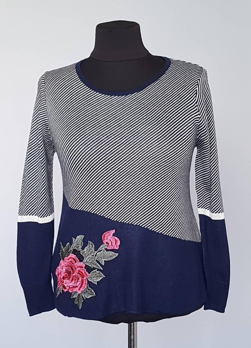 Кофта женская в полосочку с аппликацией роза