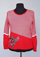 Кофта женская красного цвета с украшением
