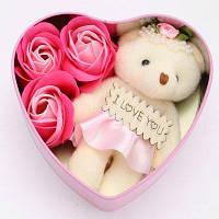 Подарок на день святого валентина сердцевидная железная коробка с 3шт мыльными розами и 1шт медведем - Розовый