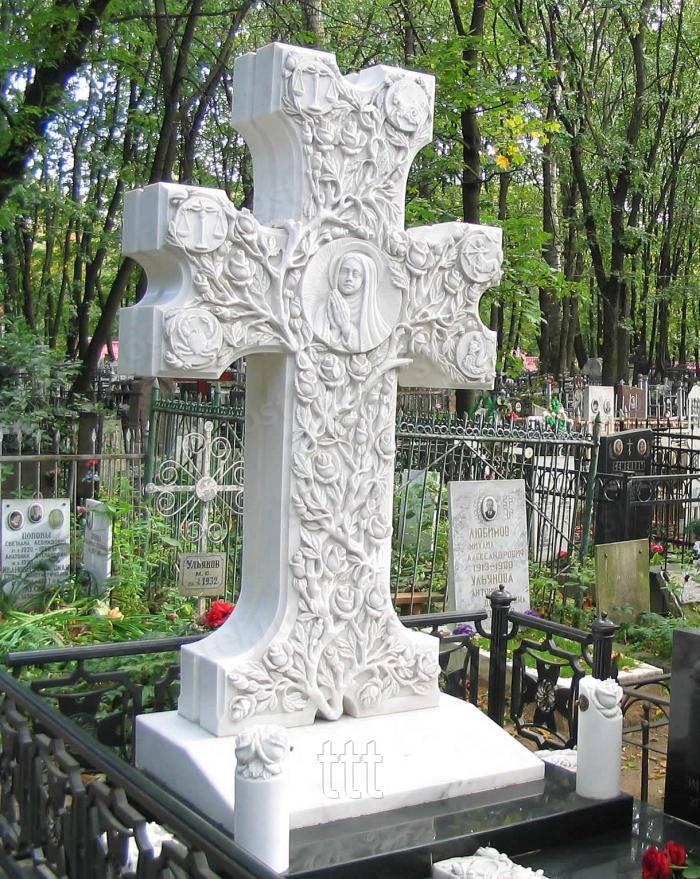 Крест резной с розами из мрамора № 22