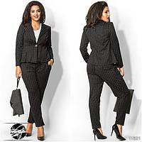 Стильный брючный костюм: пиджак и штаны, декорированные принтом в клетку. Код:385105378