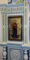 Ровный строгий киот для иконы Богородицы, с внутренней деревянной рамой и золочёными штапиками., фото 3