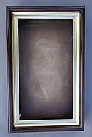 Ровный киот для мерной иконы с внутренней, покрытой поталью рамой.