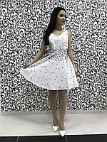 Атласное вечернее женское платье с бусинками