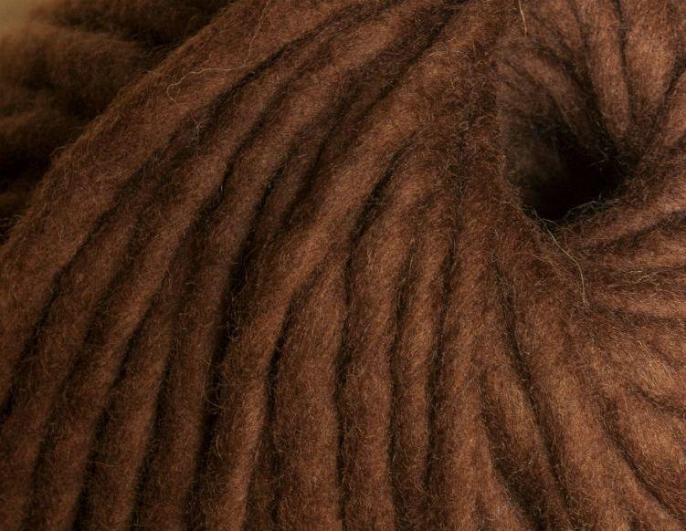 Товста пряжа ручного прядіння. 100% вовна. Колір Шоколад