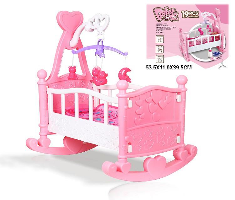 Кроватка-колыбелька для куклы с мобилем