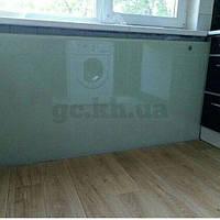 Экран на радиатор из стекла по индивидуальным размерам