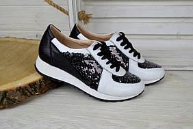 Женские кожаные кроссовки черно-белые с паетками