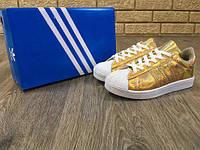 Женские кеды Adidas Superstar, лаковое золото, подошва прошита