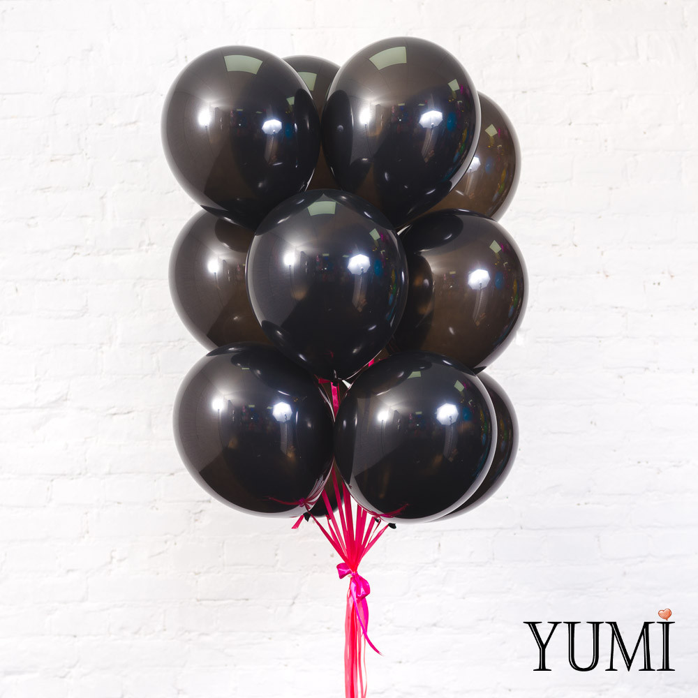 Связка из 15 черных шаров на атласных лентах фуксия