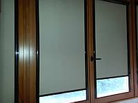 Рулонные шторы в кассете с плоскими направляющими с тканью блэкаут.