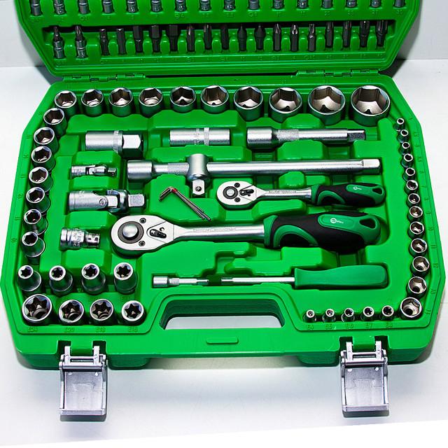 Набор инструментов в машину