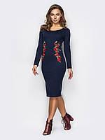Трикотажное платье с вышивкой по талии 90284