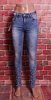 Стильные джинсы женские с бусинами по низу штанин Danpaisi (код 048) 25-30 размер