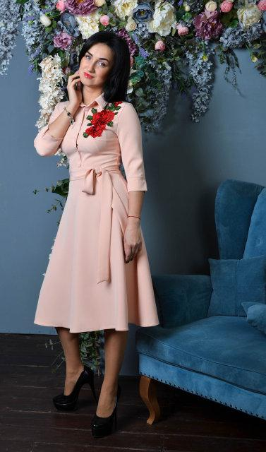 Красивое женское платье с юбкой клеш