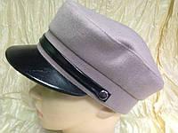 Картуз из драпа бежевого с сиреневым оттенком  с кожаным козырьком , фото 1
