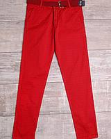 Красные брюки с ремнем