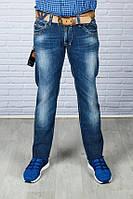 Мужские синие джинсы с ремнем