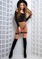 Модный женский костюм замшевая юбка с кружевом розами трикотажный топ с открытыми плечами бежевый