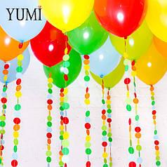 Ассорти под потолок из 15 ярких шаров с цветными гирляндами