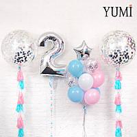 Композиция из двух шаров гигантов с конфетти и тасселами, цифры 2 серебро с гирляндой и связки из 13 шаров