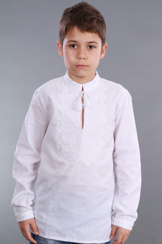 Белая вышиванка для мальчика