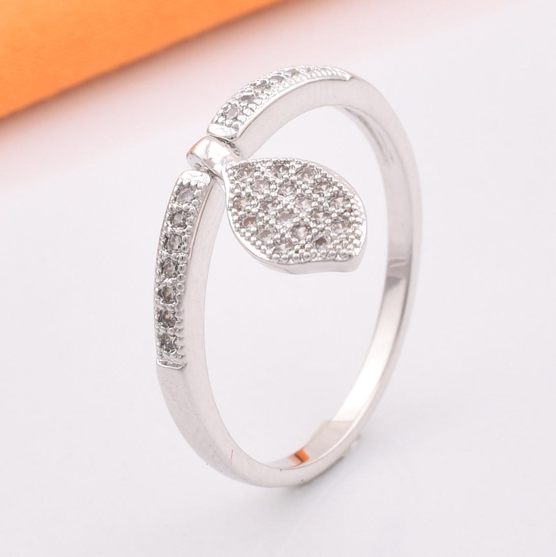 Кольцо 10110 размер 16, белые фианиты, позолота Белое Золото