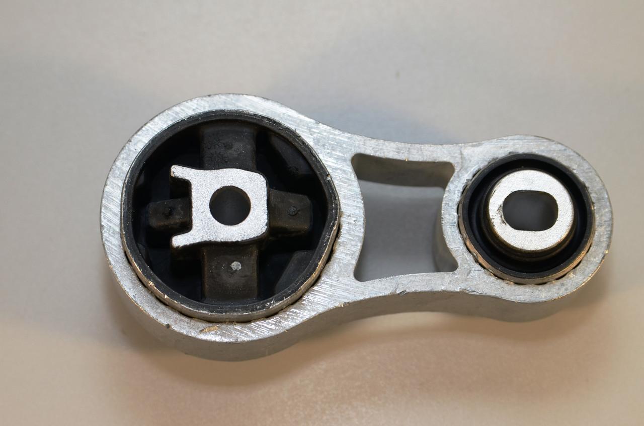 Подушка двигателя на Renault Trafic  2001->  1.9dCi (внизу, восьмёрка)  —  AutoMega 130121410