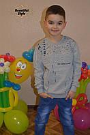Свитер для мальчика с надписями серый