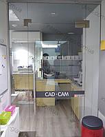 Стеклянные перегородки и двери для офиса, магазина, торгового центра на заказ