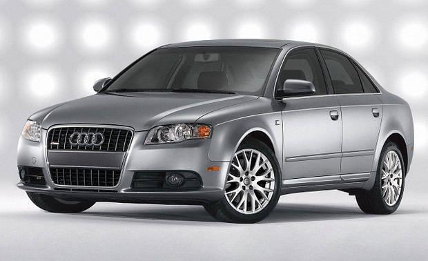 Лобовое стекло Audi A4 с местом под датчик и молдингом (2008-)