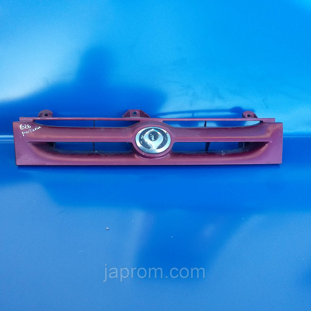 Решетка радиатора Mazda 626 GV1987-1991г.в. рестайл