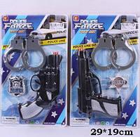 Полицейский набор 2 вида, пистолет, значок, наручники, на планш. 29*19см /168-2/(2323-5)