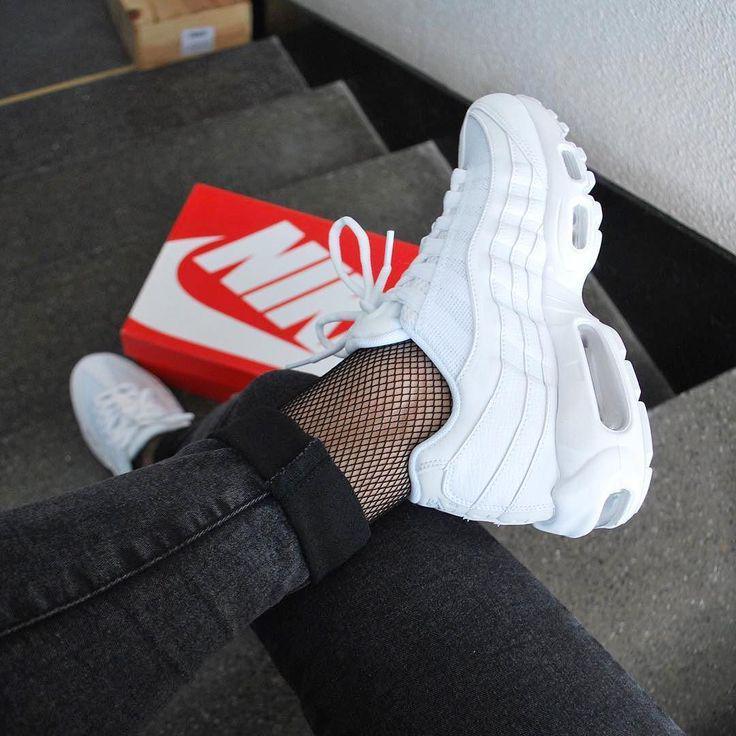 f5e445f7 Кроссовки женские кожаные белые Nike Air Max 95 White