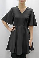Черное короткое платье с широкими рукавами