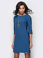 Платье прямого кроя в полоску с рукавом 3/4 и золотым украшением в комплекте с контрастными вставками синий