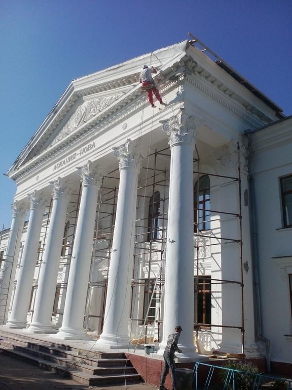 ремонт фасада производился большая часть с лесов,труднодоступные методом пром.альпенизма
